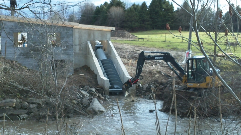 opening lower end of screw to waterway